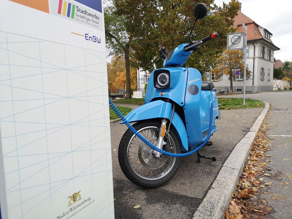 E-Mopeds oder Leichtfahrzeuge werden oft per Mode 1 aufgeladen.